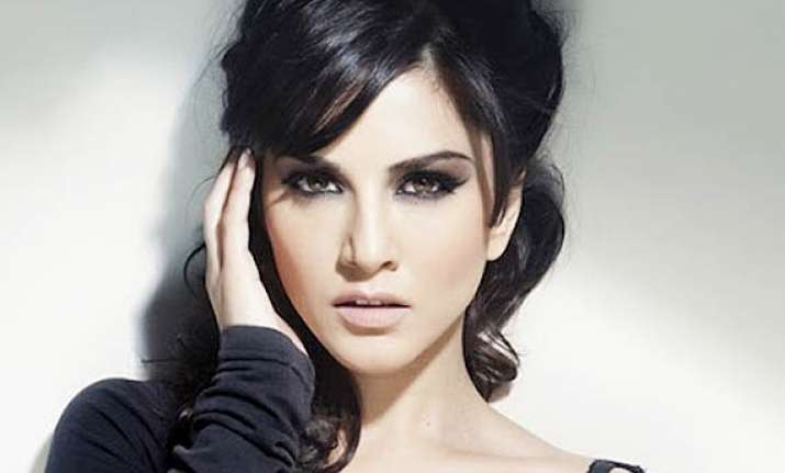 sunny leone flies off to us to celebrate ragini mms2 success