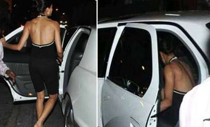 sushmita sen spotted with a mystery man tries to avoid