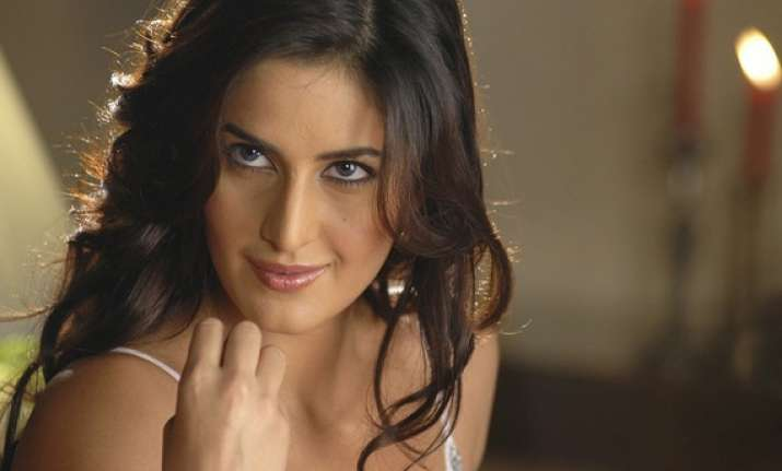 talking in front of mirror makes one smarter says katrina