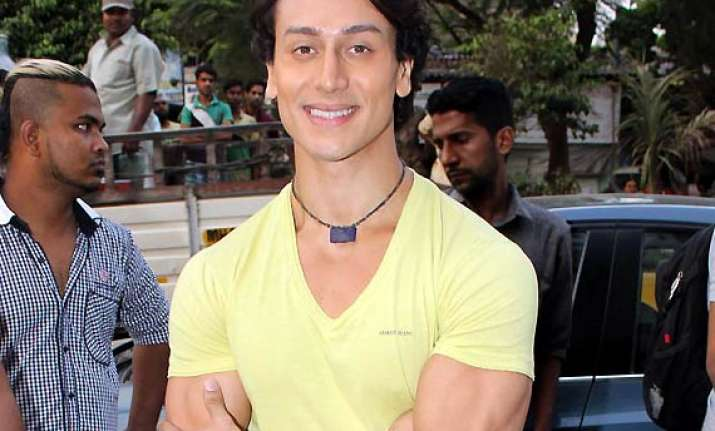 tiger shroff wows students with his heropanti