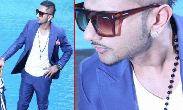 universal music signs in music album bebo with honey singh