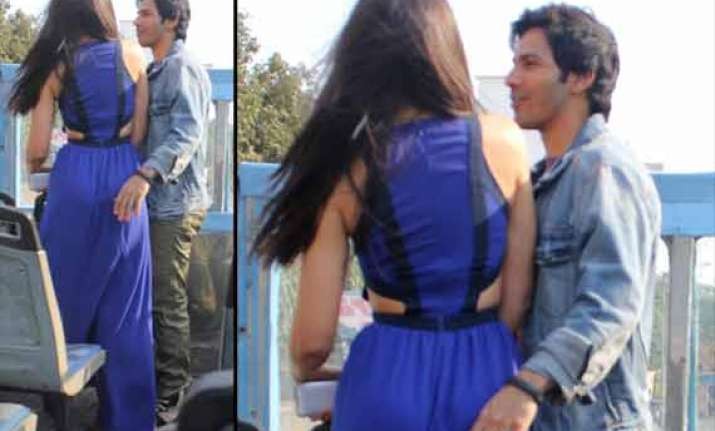 varun nargis spotted getting cozy during main tera hero