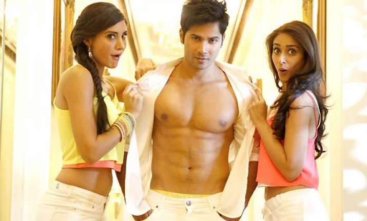 crazy female fan tears varun dhawan s shirt