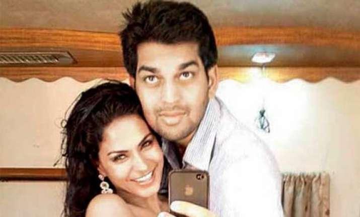 veena malik ex beau files police complaint against her for