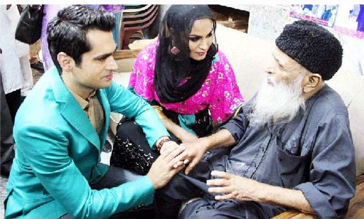 veena malik offers to donate her kidney to social worker