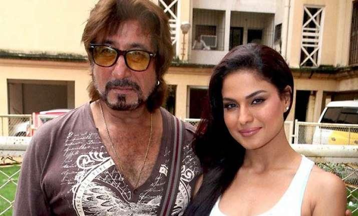 veena malik attends mahurat of her debut bollywood film