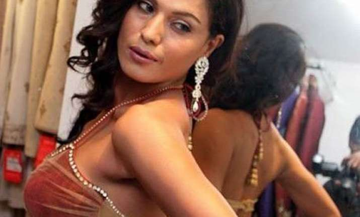 veena malik to do an item song in bollywood