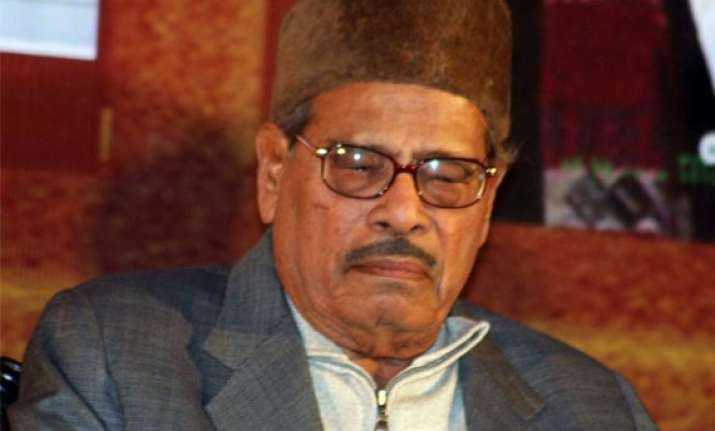 veteran singer manna dey critical in bangalore hospital