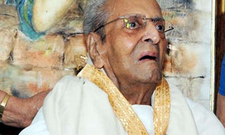 veteran actor pran serious but stable in lilawati hospital