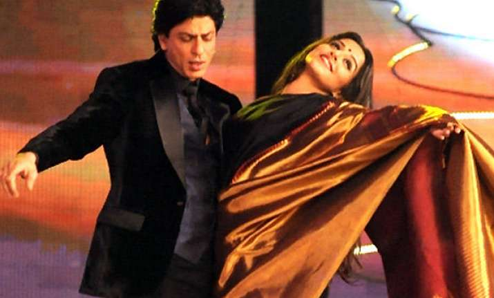 vidya wants to do a romantic film with srk