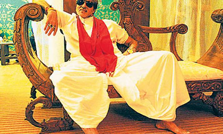 wearing dhoti style pajamas big b acts sarjerao gaikwad in