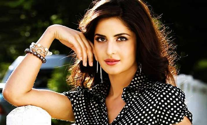 won t host reality shows as my hindi is poor says katrina