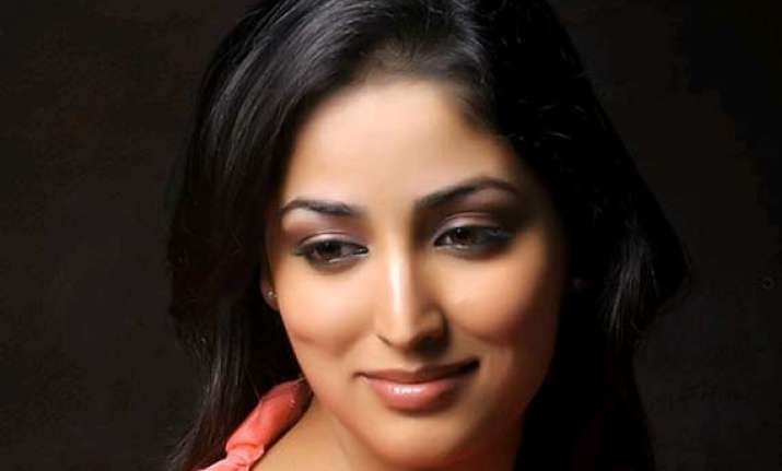 yami gautam supports food for soul campaign