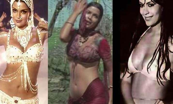 bollywood s first bold actress zeenat aman turns 61 today