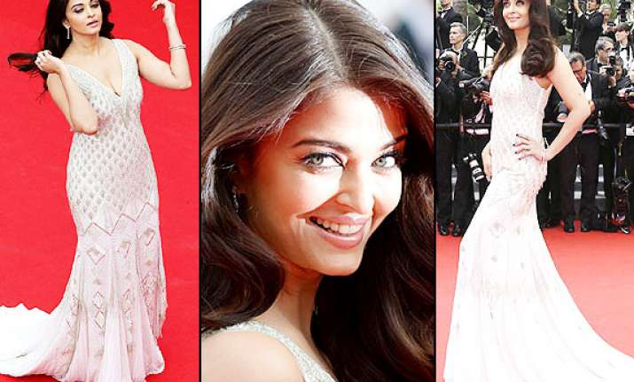 aishwarya playing safe at cannes 2014 having complex with