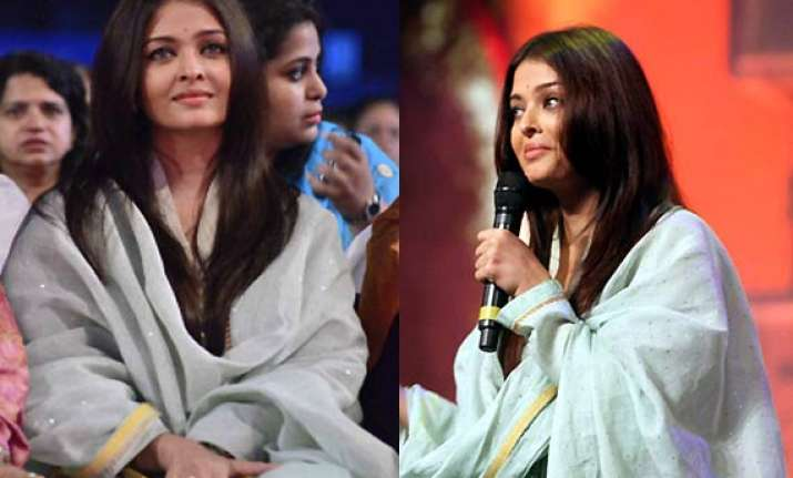 aishwarya rai steps out sans bachchans see pics