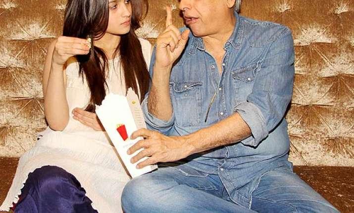 alia bhatt bonds with father mahesh bhatt at highway