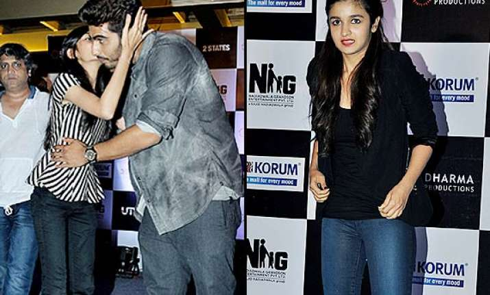 alia bhatt shocked girl kisses arjun kapoor in public see