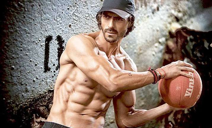 arjun rampal to sacrifice diet for vacation with family