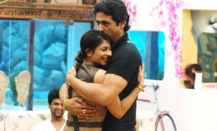 bigg boss 7 couple armaan tanishaa to celebrate valentine s