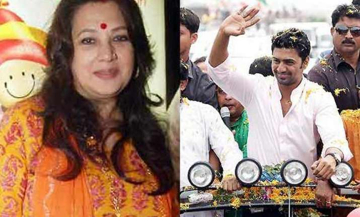 actors dev and moon moon sen chosen for mahanayak awards