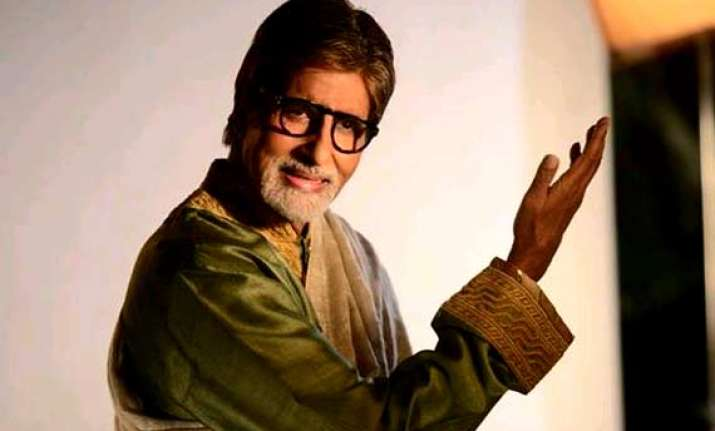 superstar amitabh bachchan honoured with global icon of the