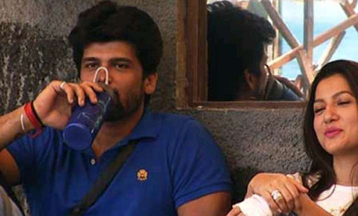 bigg boss 7 kushal grabs andy by neck ordered to leave the