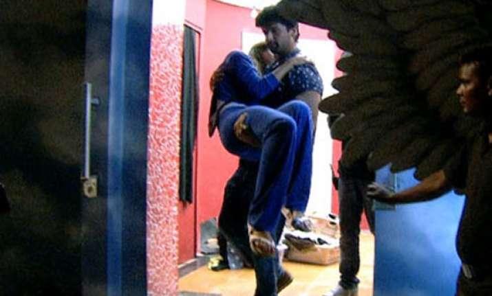bigg boss 7 kushal threatens andy bouncers intervene see