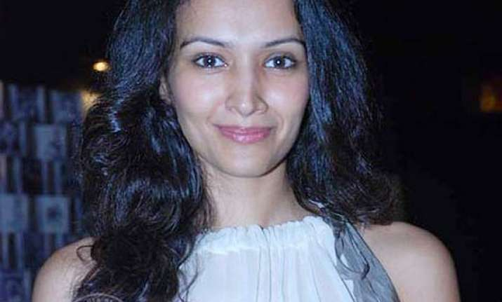 supermodel dipannita sharma to co write movie on fashion