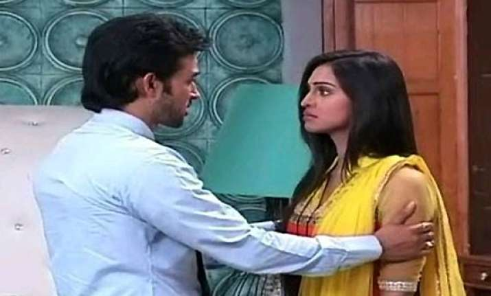 ekk nayi pehchaan sakshi decides to leave karan