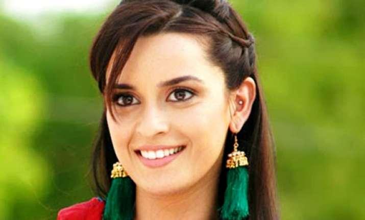 actress ekta kaul turns rj for tv show