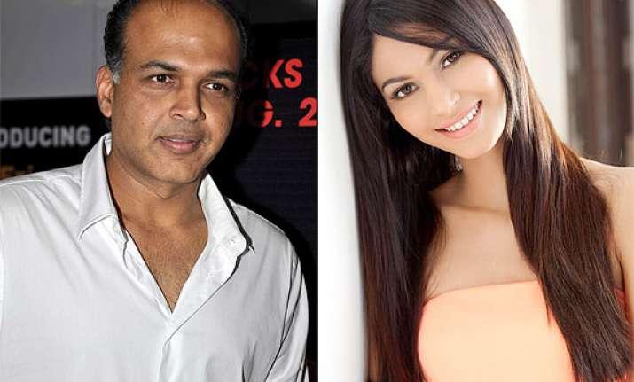 ashutosh gowariker casts new find shamata anchan in everest
