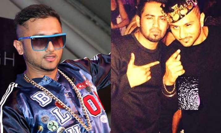 honey singh spotted drunk sings for free at party