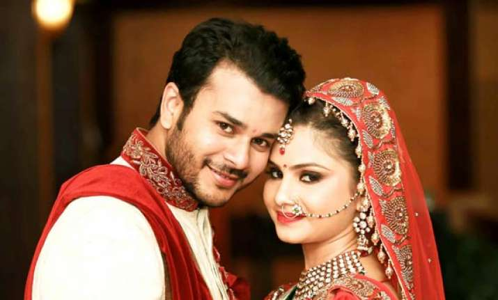 jay soni of sanskaar... ties the knot with pooja shah see