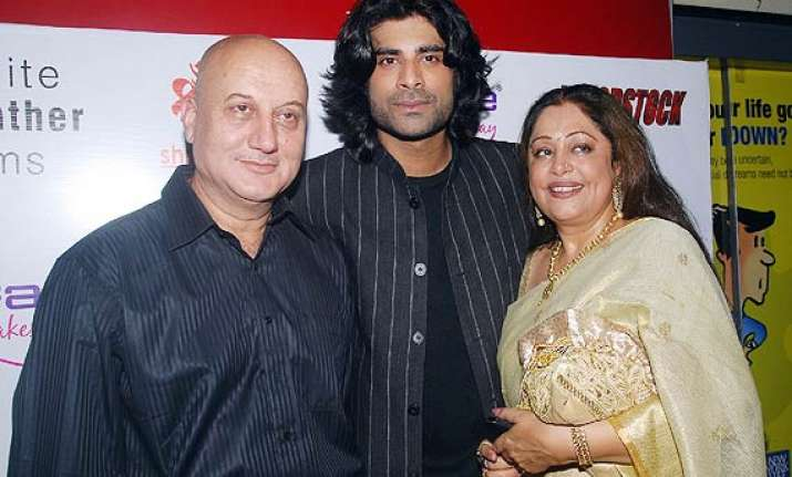 kirron kher wishes success for son sikander s tere bin