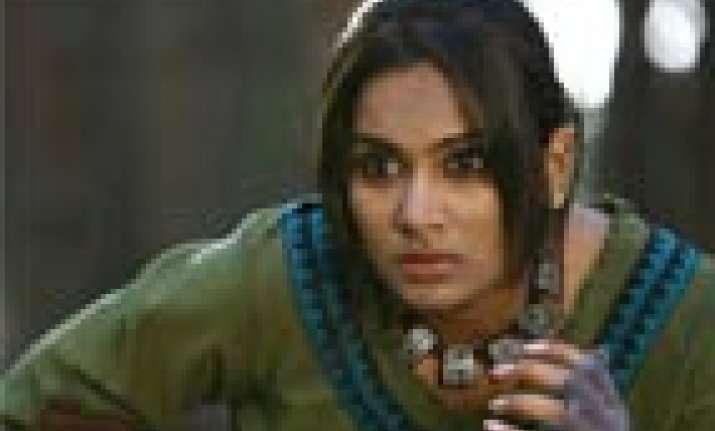 happy being actress than heroine lakshmi priyaa