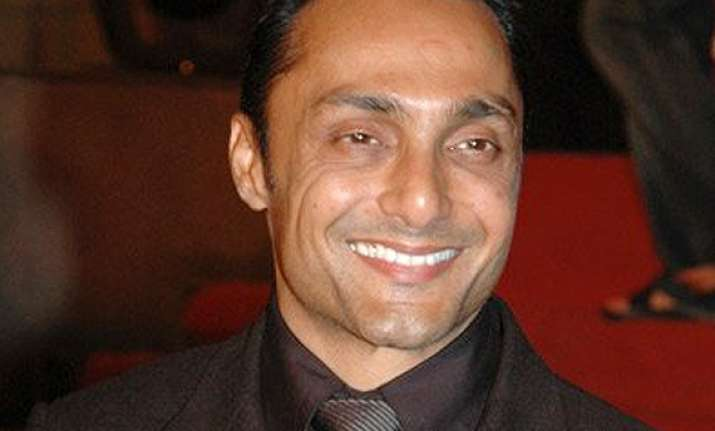 rahul bose rehearses dance first time for his film takes it