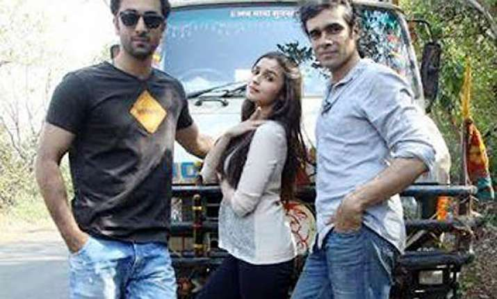 ranbir kapoor cheers for alia bhatt s highway see pics