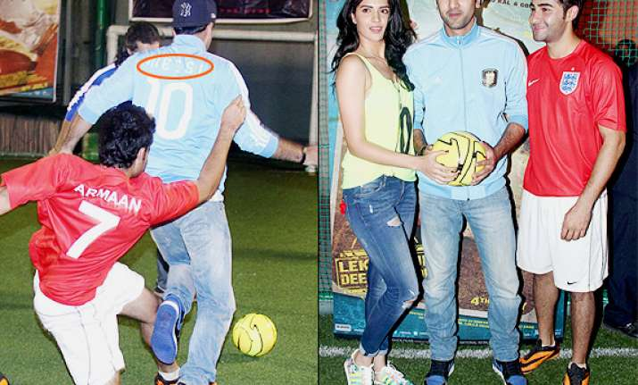ranbir kapoor shows fifa fever wears messi and support