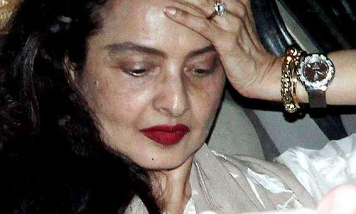 rekha stuns all in no make up look see pics