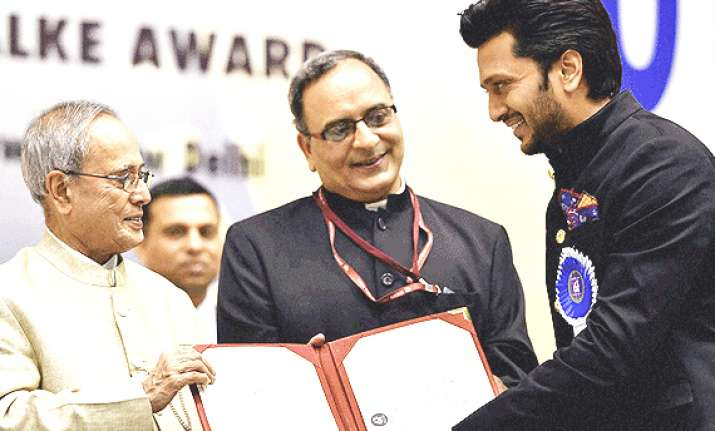 riteish deshmukh receives first national award dedicates it