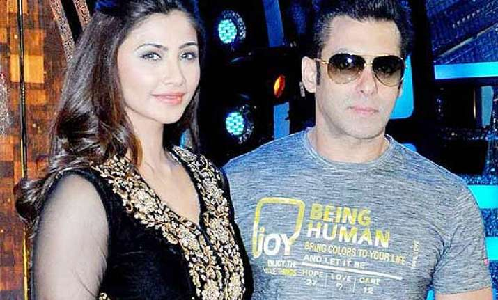 why is salman lulia s relationship bothering daisy shah see