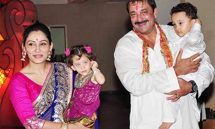 sanjay dutt s 3 year old son to make his debut in bollywood