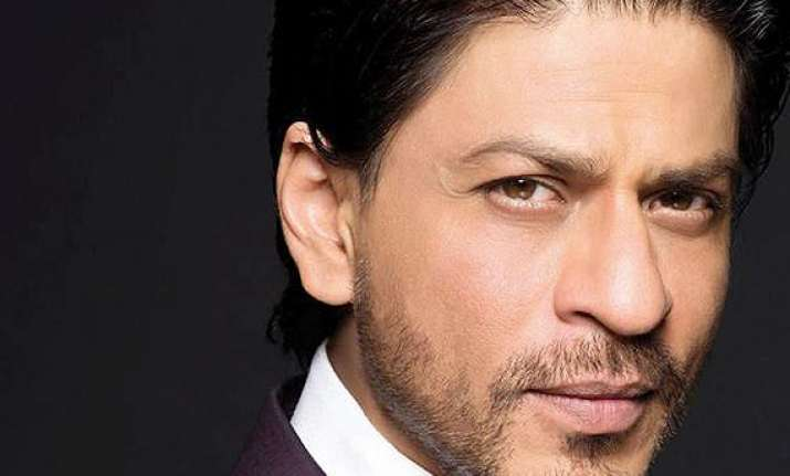 shah rukh khan continues expressing love for his fans posts