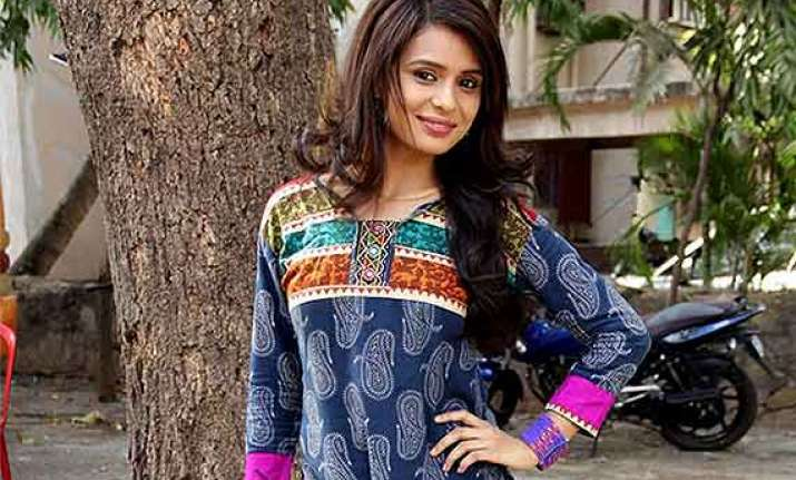 shastri sisters who is devyani s love