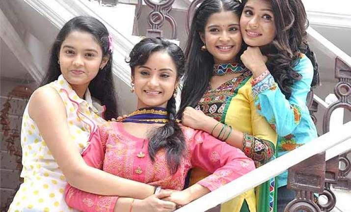 TV: Shastri Sisters tie Rakhis to capital's policemen | Bollywood