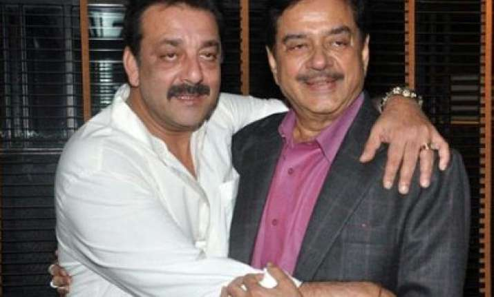 shatrughan sinha wants sanjay dutt to follow gandhigiri