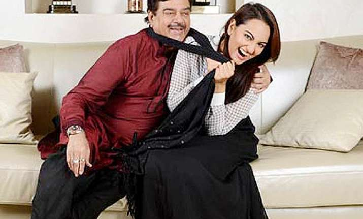 sonakshi sinha to campaign for father shatrughan sinha in