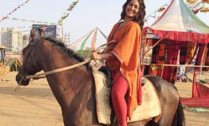 sonakshi sinha loves horse riding