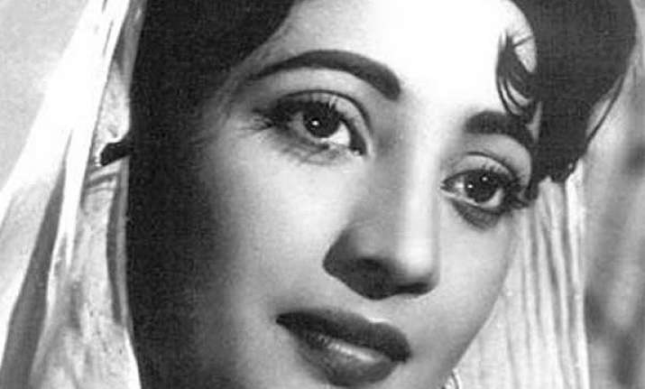bangladesh court orders organisation to vacate suchitra sen